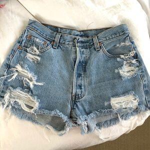 Levi's light wash denim cut off shorts- size 26